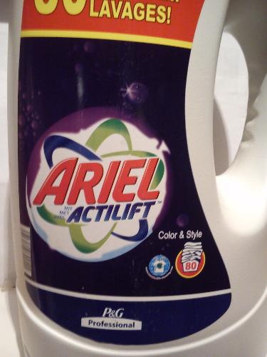 Рідкий пральний порошок Ariel Complete7 і actilift